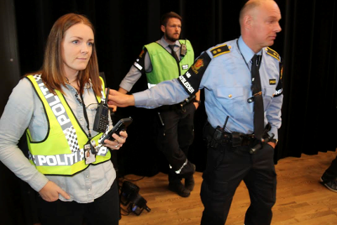FLERE TYVERIER: De mistenkte er observert i forbindelse med flere sykkeltyverier i Ås, sier politiførstebetjent Siri Linn Buer Svendsen (t.v) i Øst Politidistrikt.