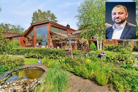 UNIK EIENDOM: Ibrahim Can fra Privatmegleren i Ås og Ski selger dette huset i Kjetterudveien i Kroer.