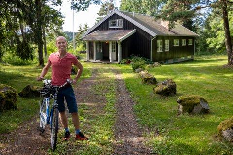 FIKK ØNSKET OPPFYLT:  Kommunestyrerepresentant for Senterpartiet Gisle Bjørneby tok til orde for at Ås kommune skulle forsøke å kjøpe Kinnsåsen ved Årungen. Nå har han fått ønsket oppfylt.
