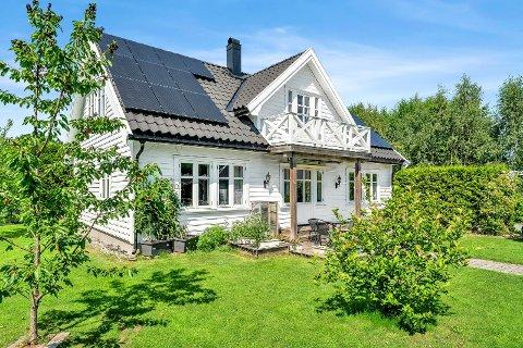 Huset i Kroerveien 76b i Ås gikk for 6,4 millioner, hele 800.000 kr over takst.