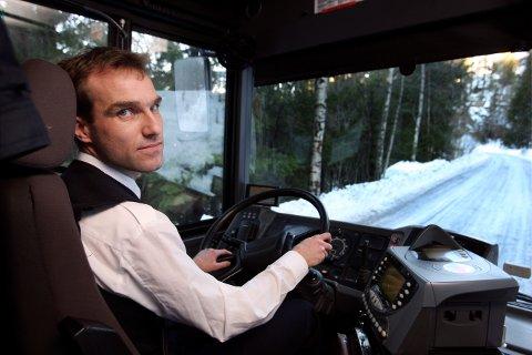 IKKE HØRT: Tillitsvalgt Øyvind Selnes ved Norgesbuss på Slemmestad hevder at sjåførene ikke er hørt i forbindelse med rutetidene.