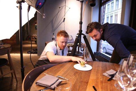 FOIE GRAS: Hvordan blir denne småretten vakrest mulig på bildet? Jan-Erik Hauge er kokk på Nemesis, og Stian Broch er fotograf på oppdrag for matbladet Appetitt. FOTO: EVA GROVEN