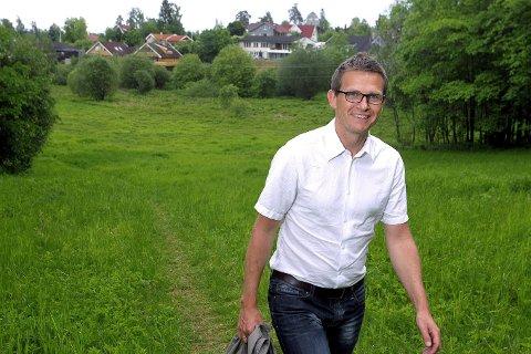 Formidler sommerjobber 1: Terje Larsen, assisterende skolesjef i Asker. FOTO: KARL BRAANAAS