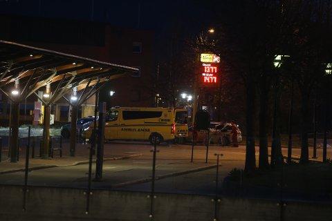 SKADET SYKLIST: En mannlig syklist ble tatt med til legevakten etter at han ble påkjørt av en bil tirsdag kveld.