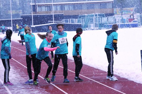 SNØDREV: Det var mye snø og vanskelige forhold for deltagerne i Tinestafetten på Føyka. BEGGE FOTO: TOR BJØRNAR HOLMLUND