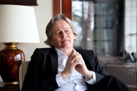 TAPET: Sorgen betyr at «noe hele tiden er i ubalanse» forklarer Odd Petter Magnussen hjemme i huset på Nesøya.