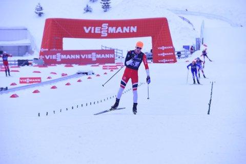 AVGJORDE: Aleksander Elde Holmboe rykket på siste etappe, og vant dermed Ungdomsstafetten i Holmenkollen for Akershus 1.