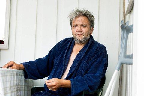 OVERLEVDE: – Hadde jeg ikke klart å holde bilen på hjul, hadde jeg neppe overlevd, sier Knut Olaf Kals, som i juli opplevde å styrte ned Kolsåsbakken med lastebil.
