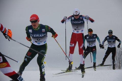 STERKT: Jens Lurås Oftebro var best best av alle i hoppbakken og bet seg fast i tetgruppen i langrennet.