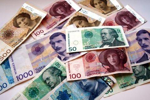 Fredag 18. oktober tas gamle 50- og 500-kronesedler ut av sirkulasjon. Arkivfoto: Gorm Kallestad / SCANPIX.