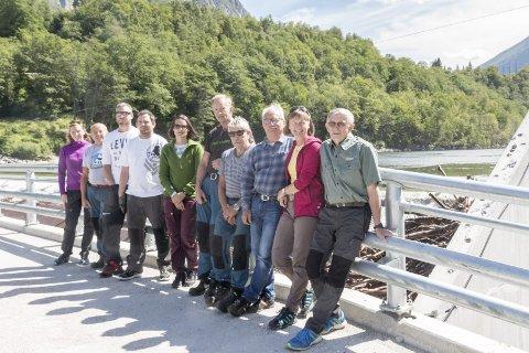 På befaring: Siri Kristine Gåsnes (fra venstre), Tor Solheim, Vegard Pedersen Sollien, Lars Erik Hjeldnes, Inger Helene Sira, Svein Henriksen, Gjermund Hjeldnes, Jarle Steinkjer, Heidi Hansen, Trond Haukebø.