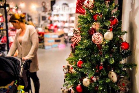 JULEHANDEL: Både politikere og næringlisvet tror folk vil handle enda mer til jul i år.