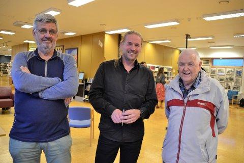 Oss gitaristar imellom: Alle tre er habile gitaristar, og hadde mykje å prate om. F.v John Kinn, Øystein Sandbukt og Richard Grefstad