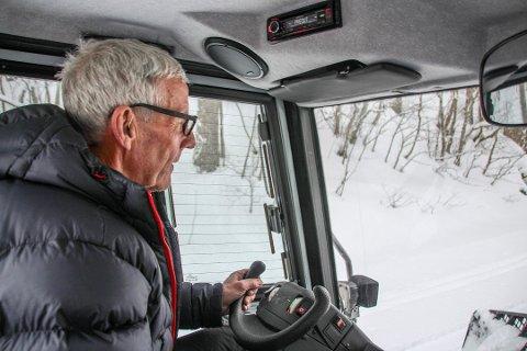Kjørt opp spor: Magne Gjersvoll har gjort skiløypa på Eidet klar for vinterferien. Arkiv