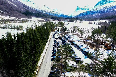 Mange: Stor utfart søndag. Olav Søderberg har fått tatt foto av parkeringen.