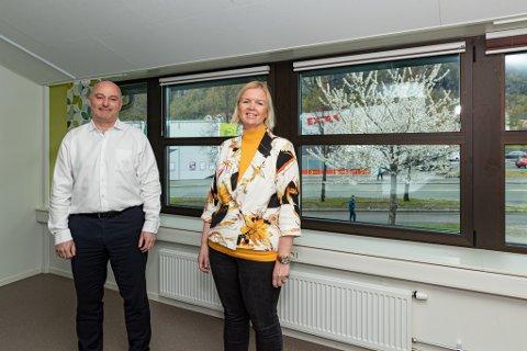 Jonny Engdahl og Reidun Brevik har vært med å fordele 1.8 millioner kroner.