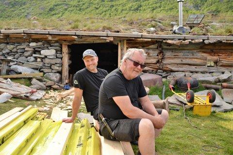 Inner Gammelsetra: God arbeid: Både Tor Helge Gravem (t.h.) og Ole Petter Løvsletten kan konstatere at arbeidet på Inner Gammelsetra har gått etter planen.