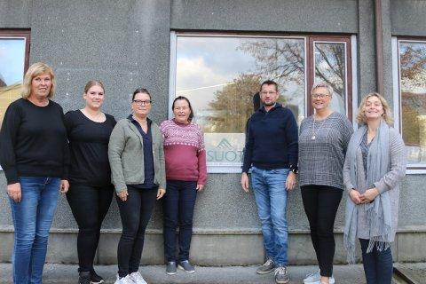 Ansatte ved Sunndal Økonomitjenester. f.v. Anne Lise Aarstad, Marianne Storli, Lise Ramsvik, Rita Haugen, Edvin Ole Røen, Monica Nygård og Eivor Meisingset.