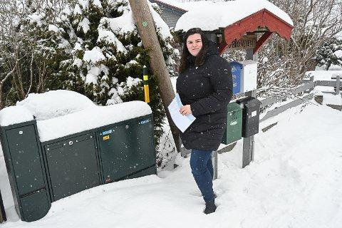 DYR STRØM: – Vi har gjort det vi kan for å holde strømforbruket nede, men strømregningen i januar ble likevel på nesten 6.000 kroner. Da er det noe som er galt, sier Ingvild Olsen Søtvik.