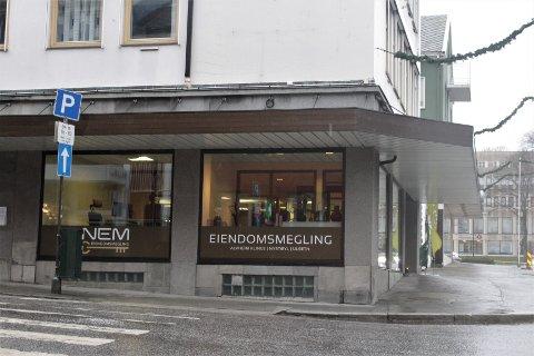 Sunndal Sparebank, NEM Eiendomsmegling og Eiendom i Fokus har tatt over lokalene i Nedre Enggate 5-7.