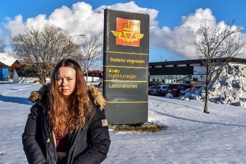 Viktoria Amundsen (18) er svært misfornøyd med måten hun ble behandlet på av en sensor hos Statens Vegvesen.