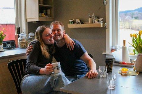 Pia-Marie og fosterfar Magnus Løvold.