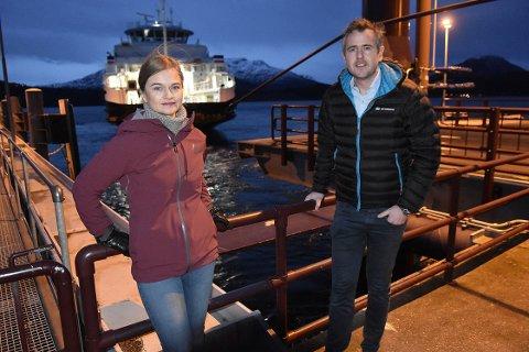 OPPRØRT: Ordfører Margrethe Svinvik og fergebruker Nils Håvar Øyås mener forslaget til ny rutetabell i forbindelse med trøbbel på den ene kaien på fergesambandet Kvanne - Rykkjem er totalt uakseptabelt.