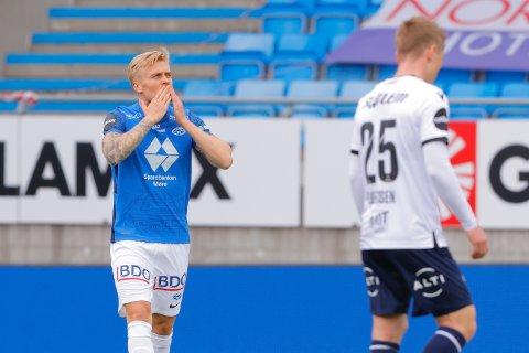 Moldes Eirik Ulland Andersen feirer 1-0 i eliteseriekampen i fotball mellom Molde og Kristiansund på Aker Stadion. Foto: Svein Ove Ekornesvåg / NTB