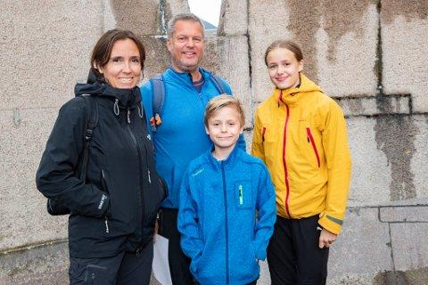 Familien Hamstad: Hilde (t.v.), Roger, Markus og Lise var med for andre gang. Denne gangen vant de like godt hele flaggjakten.