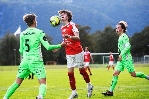 Sjanse: Oliver Lie er her alene med KBK-keeper Adrian Sæther, som redder ballen fra å gå i mål.