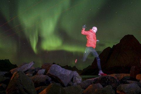 NY OPPLEVELSE: Å løpe med nordlys på himmelen var en ny opplevelse for Svein Vestøl fra Gjerstad.