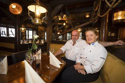 DELER ÆREN: Astrid Jensen og Terje Henrik Henriksen deler æren med sine ansatte som gjør en strålende jobb.