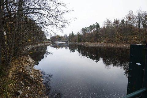 LAVT VANN: Vannstanden i Brøbøvannet på Søndeled er rekordlav. Situsjonen blir ikke bedre i tiden fremover.