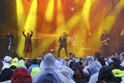 FORTSETTER: Retro Live har blitt til Kragerø Live. Her fra Opus' konsert i år, hvor været jobbet mot arrangørene.