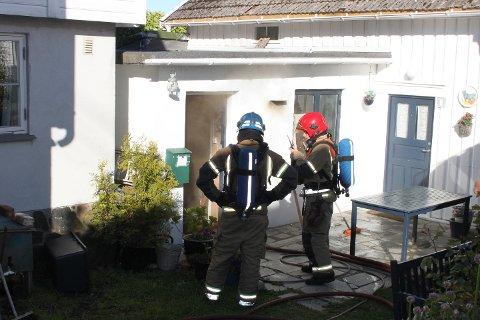 MYE RØYK: Brannvesen kaller brannen for «en ulmebrann».
