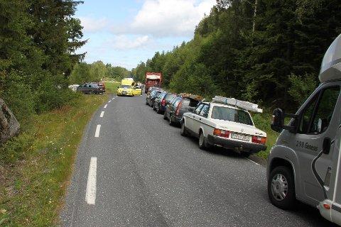 KØ: Det var ved Myrasletta at de to bilene frontkolliderte tirsdag ettermiddag. Det førte til stopp i trafikken en kort periode.