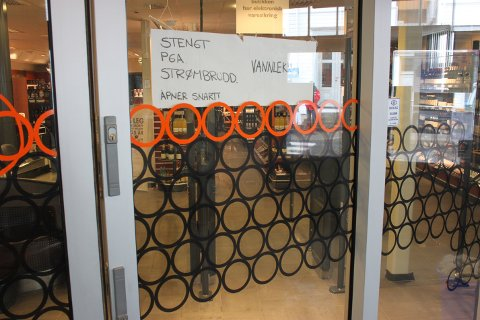 HOLDER STENGT: Vinmonopolet håper de kan åpne før onsdagen er omme.