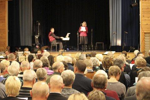 Kulturbygd: Ordførerkandidat Inger Løite mener Gjerstad har et rikt kulturliv, til tross for at kommunen ikke kan stille opp med penger for å støtte den. Her fra den årlige kulturkvelden, som arrangeres på Fiane, der det ofte er pakket til randen med tilskuere.