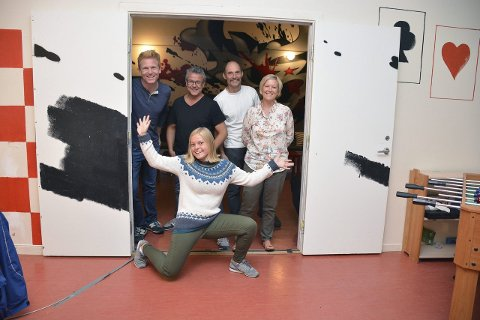Satser på god dugnadsånd: Fra venstre, Jon Gløersen, Ola Sigmundstad, Lars Grønvold, Sharon Gløersen og Inger Johanne Færsnes Aanonsen. Foto: Christina Tveit