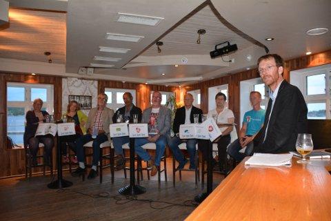 DEBATT: Under AABs siste debattmøte før valget stilte, fra venstre, Anniken Thomassen (SV), Sara Særgrov Ruud (V), Steinar Johansen (KrF), Christian Ellingsgård (MDG), Per Kr. Lunden (Ap), Petter Emil Gundersen (H), Viktor Hauge (Sp) og Magnus Stø Kittelsen (FrP). Debattleder, helt til høyre, var Mange Aasheim Knudsen.