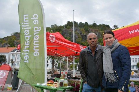 "Miljøpartiet De Grønne har hatt mange innom sin stand, da folk er nysgjerrige på dette ""nye"" partiet i Risør. I dag stilte Christian Ellignsgård (t.v) og Iren Aas Skaarup på stand."