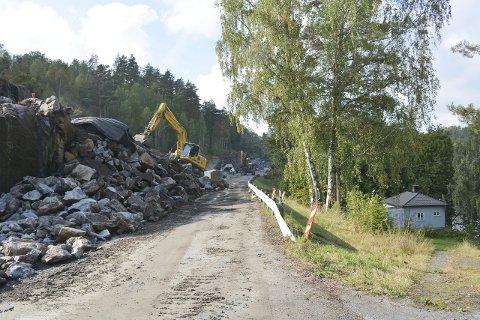 BRAKKA: I og rundt området Brakka er det mye stein om dagen. Det meste, så langt, er fra forarbeidet med å forberede området.Alle foto: Hans Petter Bjerva