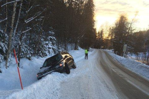 KJØRTE UT: Ifølge et vitne på stedet smaler veien inn før krysset i Bossvik.