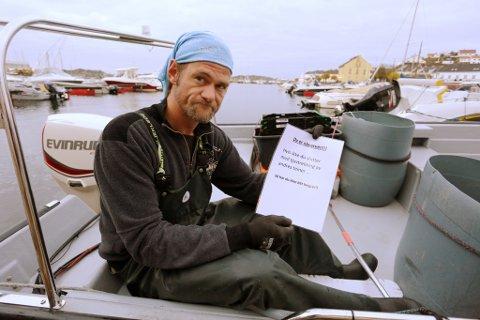 Hobbyfisker Arne Rosenberg fant et brev i båten med beskyldinger om tjuvfisking. Det likte han dårlig.