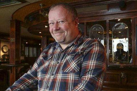 FIKK PRIKK: Men Hans Roar Waaler ved Peterhead Bar liker det nye prikkesystemet.  - Prikkene gjør at det bør være mer likhet for alle, mener han.