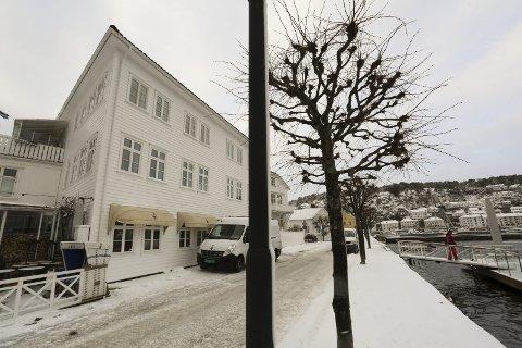 DET GAMLE LIKNINGSKONTORET: I tredje etasje i denne bygningen, som eies av Dag Olav Hødnebø, flytter Aust-Agder Blad inn i 2017. Tidligere huset lokalene Risør Likningskontor. foto: stig Sandmo