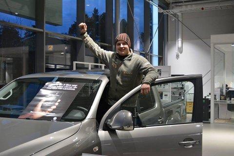 LYKKELIG VINNER: Sindre Rullandsdal på Volkswagen Gromstad Auto i Arendal.