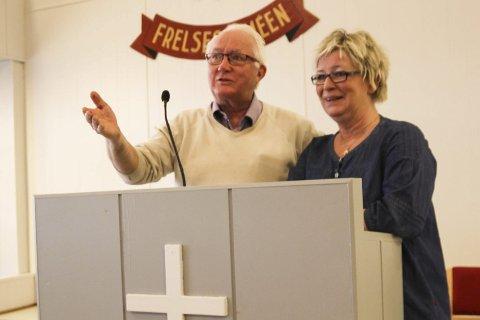 DELER PÅ ANSVARET: Lauritz M. Paulsen (til venstre) og Torhild Austenå er to av tre quizmastere på Frelsesarmeen annenhver onsdag. Ola Ruud er den tredje quizmasteren.