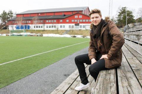 TAR ANSVAR: Henning Dallavara er utnevnt til kaptein for Risørs A-lag i år. Han gleder seg til lørdagens seriestart.