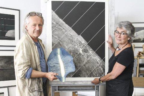 Takknemlig: – Jeg føler meg så heldig som arbeider i denne byen, sier keramiker Bibiche Mourier til grafiker og kollega Ola Steen. Han er enig.